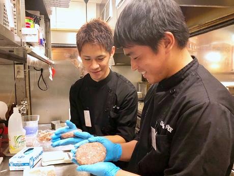 肉の賄いが旨すぎて勤務が毎日楽しみ簡単な盛付や味付けから本格的な肉料理が学べるゴッチーズ